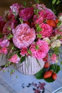 Bouquet de roses, silènes, Pois de senteur et graminés