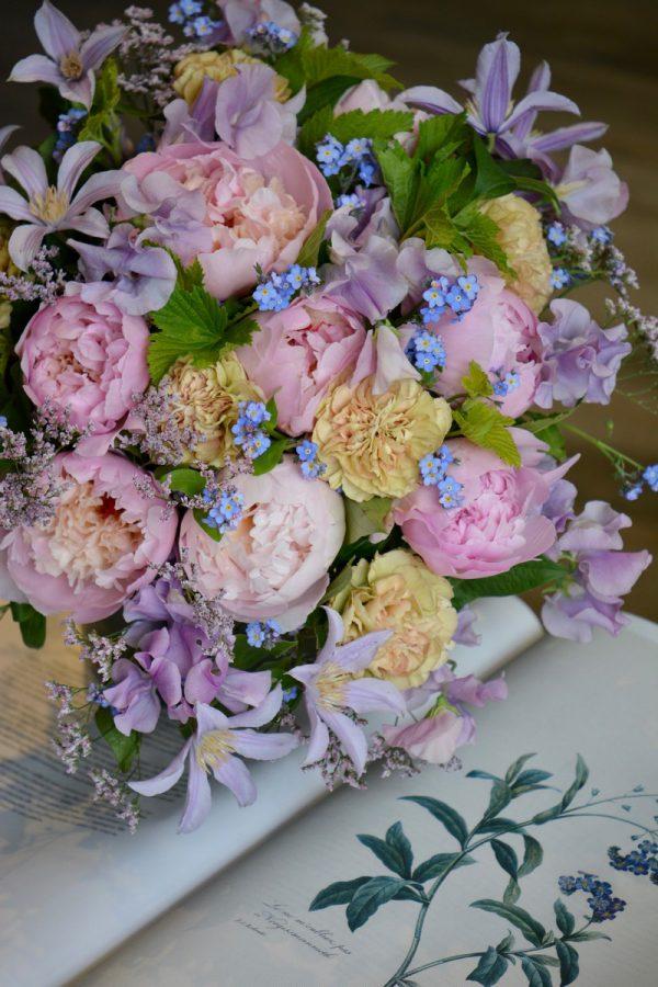 Bouquet esprit champêtre romantique pastel rose