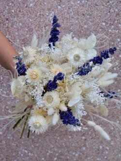 Marie fait son herbier : les fleurs séchées