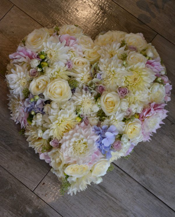 Coeur-blanc-rose-mauve