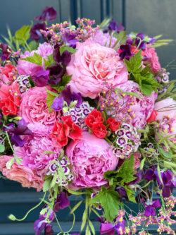 Bouquet fête des mères Roses, Pivoines, Pois de senteur, Oeillets de poète