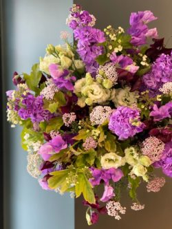pois de senteur, giroflées, Lisianthus , fleur de riz, Viburnums plat