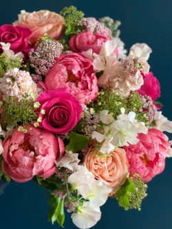 Roses, Pivoines, Giroflées, Pois de senteur, Viburnums et Fleurs de riz