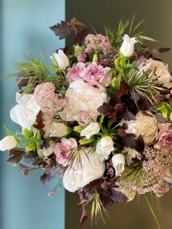 pivoines, fleur de riz, œillets, campanules, brooms et physocarpus