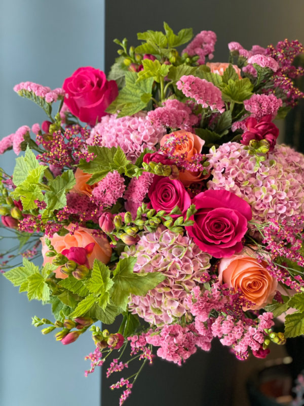 Roses, hortensias, freesias,statices, Limoniums et feuilles de cassis
